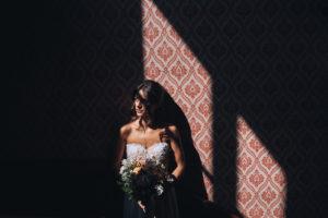 la sposa è pronta per il matrimonio in chiesa a Varese